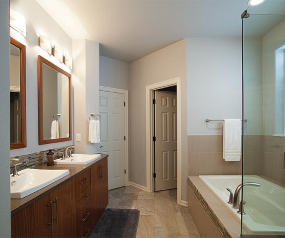 bathtub and bathroom sinks